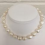 baroque pearl neck;ace