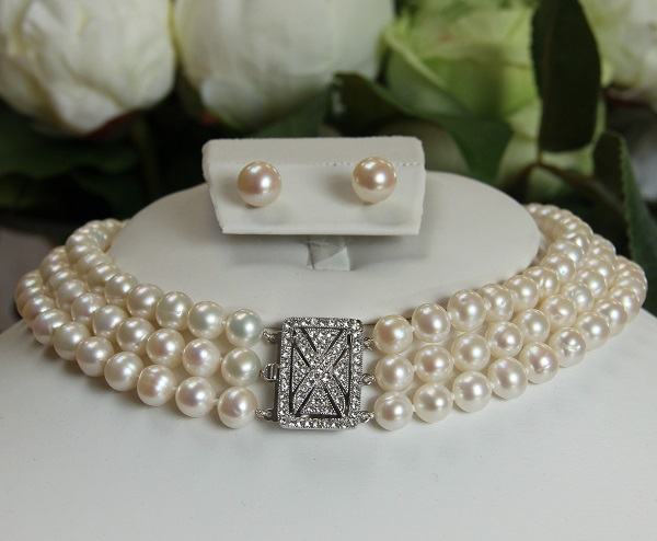 pearl choker with flag clasp