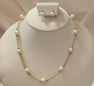 Mary Berry style pearl necklace