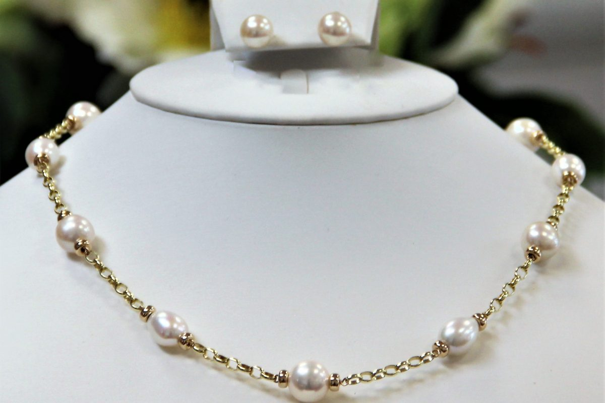 Mary Berry style necklace